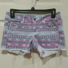 Price firm! American Eagle Shorts Loved these shorts and then I outgrew them. So cute. So comfortable. Size 4. The only tiny dot of a stain can be seen in picture 3. Otherwise still in great shape.  Bundle for a discount!  Dog household. Non-smoking household. American Eagle Outfitters Shorts