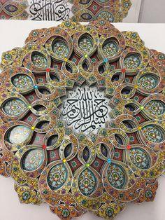 Kağıt rölyef Islamic Art Calligraphy, Quilling, Allah, Dots, Display, Wall Art, Crochet, Artwork, Artist