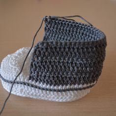 Kolay Convers Patik Yapılışı 21 See other ideas and pictures from the category menu…. Knitting Designs, Knitting Patterns, Booties Crochet, Great Hobbies, Knitting For Beginners, Kids And Parenting, Diy Gifts, Knitted Hats, Easy
