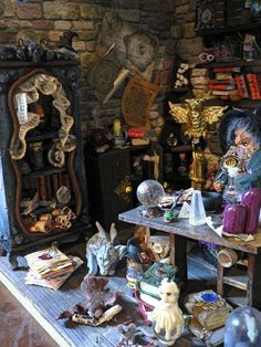 Haunted Dollhouse, Haunted Dolls, Diy Dollhouse, Dollhouse Miniatures, Halloween Lanterns, Halloween Crafts, Halloween Decorations, Witch Cottage, Witch House