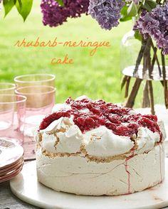 Rhubarb & meringue cake