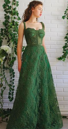 Stunning Evening Dresses That Perfect Choice For Wearing To Any Special Occasion - - An evening dress is something that you wear for formal or semi-formal occasions. Shopping for evening dresses can be frustrating and confusing as there. Stunning Prom Dresses, Cute Prom Dresses, Grad Dresses, Ball Gown Dresses, Pretty Dresses, Simple Dresses, Casual Dresses, Corset Prom Dresses, Green Prom Dresses