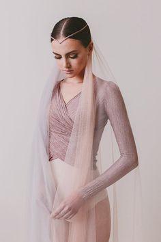 A todo Confetti Bridal Headpieces, Bridal Hair, Wedding Veil, Wedding Dresses, A Todo Confetti, Ballet Clothes, Ballet Outfits, Cathedral Length Veil, Russian Ballet