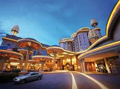How's that for a first impression? This is what you get when you drive up to the Sunway Hotel Resort & Spa in Kuala Lumpur, after that entrance, you know you are in for a treat!