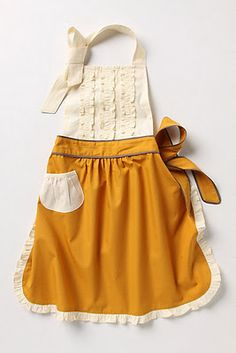 Have aprons gone out of style or what!? If I had an apron this cute, I'd wear it while cooking...
