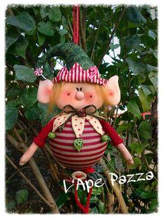 Christmas Sewing, Christmas Elf, Christmas Stockings, Christmas Projects, Felt Crafts, Holiday Crafts, Homemade Christmas Decorations, Xmas Decorations, Beaded Christmas Ornaments