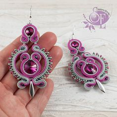 Bead Jewellery, Jewelery, Earrings Handmade, Handmade Jewelry, Soutache Tutorial, Hand Chain, Soutache Earrings, Ribbon Crafts, Button Crafts