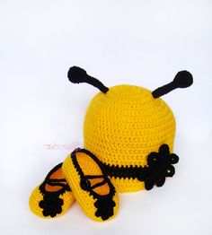Yellow crochet bumble bee hat shoes set baby girl by TheCCVillage, £17.00