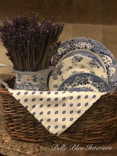 The summer has just gone by too fast! Today, I am so excited to give you a tour of the kitchen at … French Country Cottage, French Country Decorating, Vintage Farmhouse, Farmhouse Decor, Country Farmhouse, Modern Farmhouse, Antique Booth Displays, Vintage Display, Blue And White Dinnerware