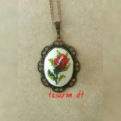 Cross Stitch, Pendant Necklace, Cards, Jewelry, Ideas, Pendants, Needlepoint, Miniatures, Punto De Cruz