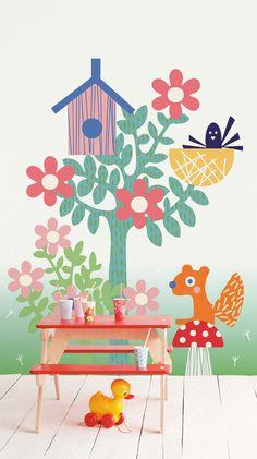 Behangcollectie Tout Petit van Eijffinger - In de wereld van Tout Petit schijnt altijd de zon. Het wordt een dag vol plezier, alle dierenvriendjes zijn van de partij. Neem je autootjes maar mee, of je poppenkind. De feesttafel is al gedekt. We spelen samen verstoppertje, zoeken paddestoelen en maken bloemenslingers van gestreept papier.
