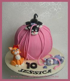 Tubby, Mischief Posh: Kittens at play - Wool ball cake Cake by MelSugarMama Cat Cake Topper, Cake Toppers, Fancy Cakes, Cute Cakes, Yummy Cakes, Fondant Cakes, Cupcake Cakes, Kitten Cake, Animal Cakes