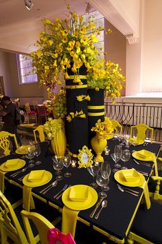 """Gorgeous table at the Horticultural Society of New York's annual flower show dinner dance, """"Couture en Fleur"""" decoration yellow Zak Events Sunflower Party, Sunflower Baby Showers, Birthday Table Decorations, Wedding Decorations, Black Centerpieces, Candle Centerpieces, Wedding Table Settings, Baby Shower Themes, Event Decor"""