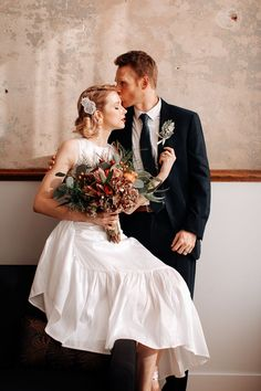 This couple totally owned their vintage-inspired looks for their classic Old Hollywood wedding | Swak Photography