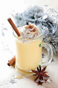 Recipe: non-alcoholic eggnog with spices - L& aux épices How To Make Eggnog, Victorian Recipes, Yummy Drinks, Yummy Food, Homemade Eggnog, Eggnog Recipe, Holiday Drinks, Holiday Parties, Holiday Recipes