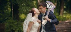 Die richtige Hochzeitsmusik im Standesamt oder beim Ein- und Auszug in der Kirche sowie Lieder für die Feier danach beeinflussen maßgeblich die Atmosphäre Ihrer Hochzeit. Wir geben Tipps für eure Playlist!