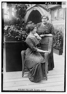 Helen Keller with Anne Sullivan :: Helen Keller and Anne Sullivan MacyIn Helen's beloved teacher Anne Sullivan died. Polly Thomson now became Helen's primary companion, and a whole new chapter of her life was beginning. Helen Keller, Vintage Pictures, Old Pictures, Old Photos, Famous Women, Famous People, Real People, The Miracle Worker, Anne Sullivan