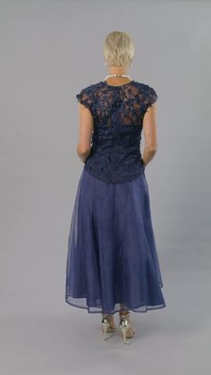 Living Silk - specializing in navy blue dresses and two piece outfits with sleeves for the modern and elegant mother of the bride and mother of the groom at a beach, boho, garden, rustic, country, cocktail or formal wedding in Spring/ Summer or Fall/ Winter | Mother of the Bride / Groom Dresses #livingsilk #motherofthebridedresses #motherofthegroomdresses #celebrateinsilk #puresilk Formal Wedding, Chic Wedding, Wedding Advice, Wedding Ideas, Mother Of The Bride Dresses Vintage, Bride Shower, Rehearsal Dinner Dresses, Wedding Planning Inspiration, Bride Groom Dress