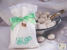"#handcrafted #embroidered #wedding #favor #bags (sachets or boxes), customized with confetti in them, that you give away at #weddings | #bomboniere sacchetti #portaconfetti per #matrimonio completamente personalizzabili e made in Italy. Model: ""GARDENIA"""