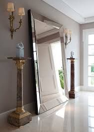 Resultado de imagem para hall de entrada com espelho e papel de parede