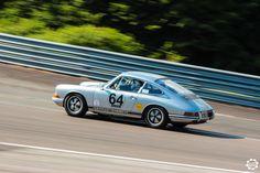 #Porsche #911 sur la piste de #Dijon_Prenois au #GPAO Article original : http://newsdanciennes.com/2015/06/07/news-danciennes-au-grand-prix-de-lage-dor/ #Racecar #VintageCar #ClassicCar