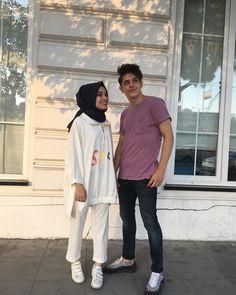 B A T U H A N & K Ü B R A (@kkubra.bbatuhan) Cute Relationship Goals, Cute Relationships, Cute Muslim Couples, Cute Couples, Muslim Fashion, Hijab Fashion, Beautiful Muslim Women, Islamic Girl, Casual Hijab Outfit