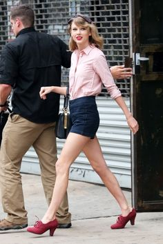 Leaving the gym in New York City, New York (May 15, 2014) http://taylorpictures.net/thumbnails.php?album=2587