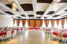 Sala de nunti Cezara Catering, Chandelier, Ceiling Lights, Lighting, Home Decor, Candelabra, Decoration Home, Light Fixtures, Room Decor