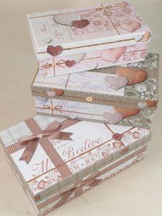 Scatole di cartone decorate stile shabby. Disponibili in più colori e dimensioni