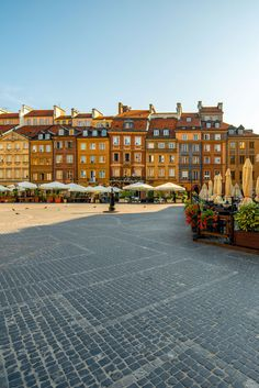 Warsaw Old Town Market Square #Travel #Poland #Shopping