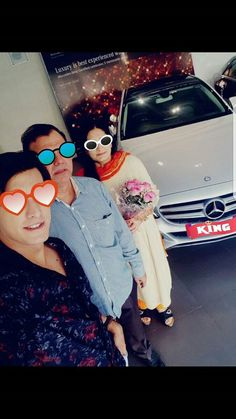 Mohsin khan with her mom and dad