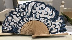 Antique Fans, Diy Fan, Hand Fans, Paper Fans, Cutwork, Costume Accessories, Beautiful Hands, Art Girl, Paper Flowers