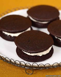 Cranberry Island Whoopie Pies by Martha Stewart. This delicious dessert recipe is courtesy of Cranberry Island Kitchens. Whoopie Pies, Whoopie Pie Filling, Köstliche Desserts, Chocolate Desserts, Delicious Desserts, Dessert Recipes, Macarons, Pie Recipes, Cookie Recipes