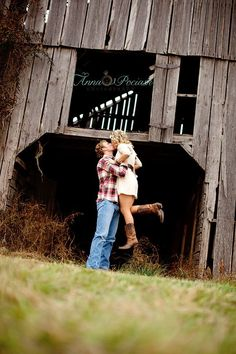 Country Engagement Photos this is a really cute pose. i want one that shows me running towards my guy, then jumping into his arms, legs wrap around and then he dips you. would be cute to show each shot on your save the date Country Engagement, Engagement Couple, Engagement Pictures, Engagement Session, Engagement Ideas, Engagements, Engagement Decorations, Wedding Engagement, Couple Photography