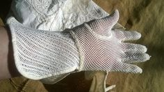 Long white net cotton gloves.  Art Deco cuff gloves. Size Medium  : 7 Good #vintage condition .  Original long cuff…