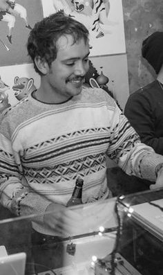 OMG, it's Ben Lovett in a patterned sweater.  Awwwww :)