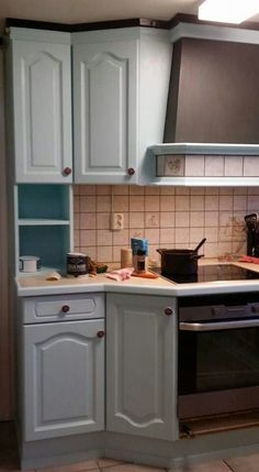 Update your kitchen as Anita from Norway has done here.   She used Vintro Chalk Paint in moonstone.   Quick and easy update,  the only prep needed was a wash down of cupboard doors to remove any grease.   Why not have a go yourself?  See www.vintro.co.uk for further information on stockists and sales.