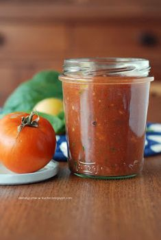 Universal tomato sauce with a hint of mint (Simple no cook tomato sauce which You can use to prepare pizza, spaghetti, pasta or as a dip - whatever You need Dips, Homemade Seasonings, Chili, Salsa, Healthy Recipes, Healthy Food, Curry, Canning, Spaghetti