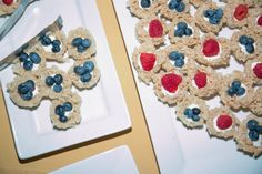 Gluten free wedding desserts --- Rice Krispie Treats get a facelift. Photography by Harper Point. Wedding Reception Appetizers, Wedding Desserts, Rice Krispie Treats, Rice Krispies, Mini Burgers, Free Wedding, Food Truck, Gingerbread Cookies, Catering