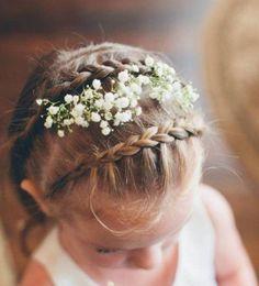 coiffure petite fille mariage tresses fleurs cheveux
