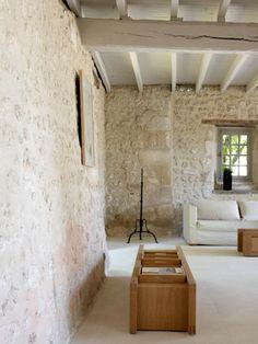 dordogne, châteaux, restauration Wall Cladding Interior, Interior Walls, Stone Interior, Luxury Interior Design, Stone Fireplace Wall, Stone Walls, Pinterest Decorating, Niche Design, Minimalist Architecture