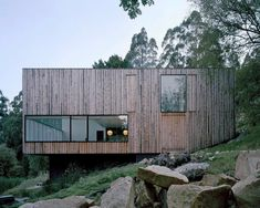 Little Big House by Room 11 in Tasmania Rock the Shack: the Architecture of Cabins, Cocoons and Hide-Outs by Gestalten Houses Architecture, Residential Architecture, Contemporary Architecture, Interior Architecture, Architecture Awards, Australian Architecture, Little Big House, Haus Am Hang, Roof Design