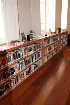 Biblioteca - Estante de livros