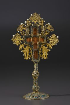 Cross carved wooden altar mounted in a receptacle lavish gilt and cloisonné enamel, Greece, Mount Athos, the eighteenth century, 22 cm.