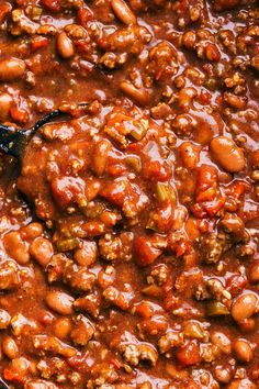 Up close and overhead shot of the crockpot chili in the slow cooker Beef Chili Recipe, Chilli Recipes, Soup Recipes, Chili Recipe 5 Star, Flavorful Chili Recipe, Dinner Recipes, Drink Recipes, Yummy Recipes, Dinner Ideas