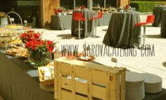 Lunch Buffet. El color que usamos fue el corporativo de la marca: el gris y el rojo by Sarova Catering