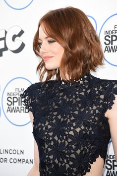 2015 Film Independent Spirit Awards - Arrivals Actress Emma Stone attends the 2015 Film Independent Spirit Awards at Santa Monica Beach on February 2015 in Santa Monica, California. Cabelo Emma Stone, Pretty Hairstyles, Bob Hairstyles, Emma Stone Hairstyles, Emma Stone Haircut, Medium Hair Styles, Curly Hair Styles, Actress Emma Stone, Good Hair Day
