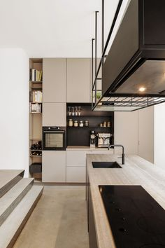 High End Kitchens, Home Kitchens, Modern Kitchen Design, Interior Design Kitchen, Condo Kitchen, Kitchen Decor, Küchen Design, House Design, Beige Kitchen
