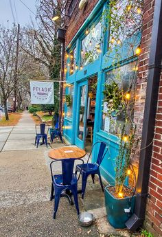 One of the best streets in downtown Raleigh for eating, drinking and shopping is North Person Street. Check out this list of places to eat, drink, shop as well as take in some North Carolina history!