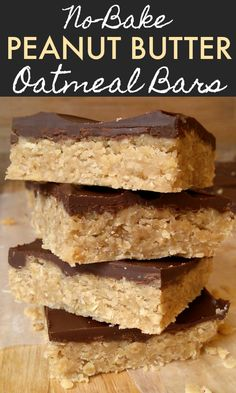 Easy no-bake peanut butter oatmeal bars topped with chocolate. So easy and delicious! No-Bake Peanut Butter Oatmeal Bars - An easy no-bake peanut butter oatmeal bar recipe topped with chocolate. So easy and delicious! Quick Dessert Recipes, Baking Recipes, Cookie Recipes, Healthy Recipes, Recipes With Quick Oats, No Bake Desserts, Easy No Bake Recipes, Easy Healthy Desserts, Healthy Muffins For Kids